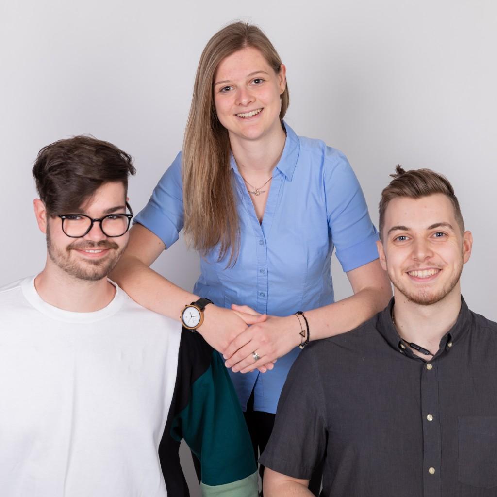 Aktuellers Vorsitzteam der ÖH FHSTP, Links nach Rechts zu sehen ist: Lukas Kroisenbrunner (als 1. Stellverteter), Lea Wall (als Vorsitzende) und Peter Hackl-Lehner (als 2. Stellvertreter)